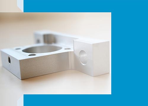 Frästeil aus Aluminium eloxiert als Prototyp für den Sondermaschinenbau